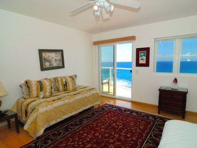 Kailua Kona villa rental - Twin bedroom - each twin bed pops out to make a queen size bed