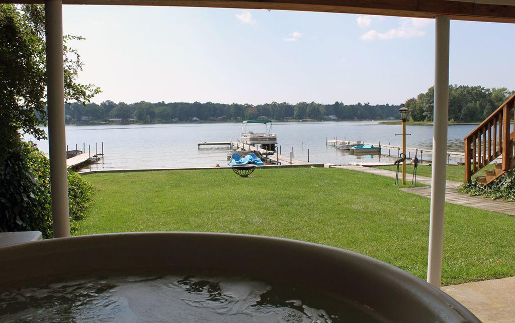Muskegon house rental lakefront vacationing at it 39 s best for Muskegon cabin rentals
