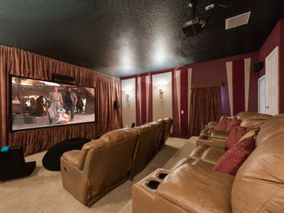 CLOSE TO DISNEY - LARGE 6 BR/5BA Private Pool & Theater, Theme Bedrooms