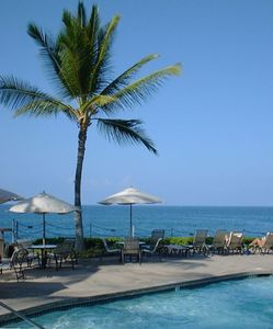 Palm, pool and sea--oceanfront at Kanaloa
