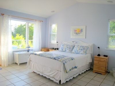 Master bedroom-great ocean views,fireplace, ensuit bathroom.