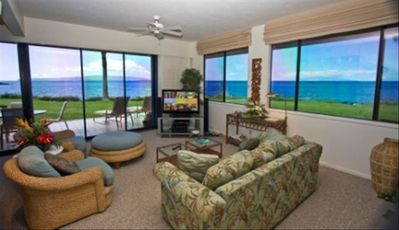 Makena Surf F104 Lanai & Living Room