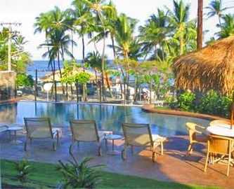 Kahaluu condo rental - Our beautiful infinity pooloverlooking the beach,has lounge chairs,barbq,tables