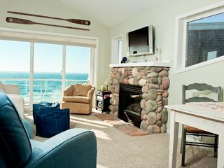 Depoe Bay condo photo - Seacliff Loft - Living Room