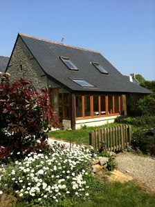 Haven of peace between sea and countryside, 25km Quimper, available all year.