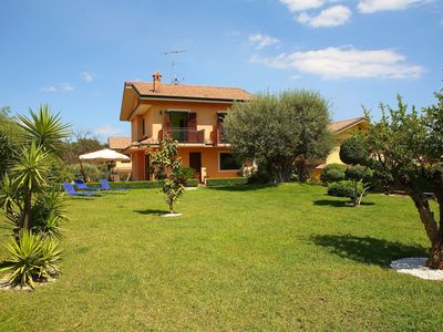 Newly built villa with very pleasant garden at the foot of the Etna