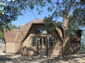 Mariposa house rental - Front of Yosemite Dome Home