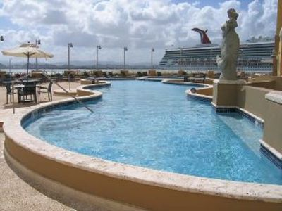 Pool & Cruise ship