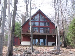 Lake wallenpaupack lakefront with dock homeaway lakeville for Lake wallenpaupack fishing report