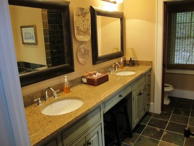 Highlands house rental - Master Bath