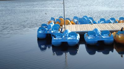 Little boats for family fun located within walking distance to Lake Park.