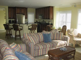 Belmont Towers Ocean City townhome photo - Main floor great room and kitchen