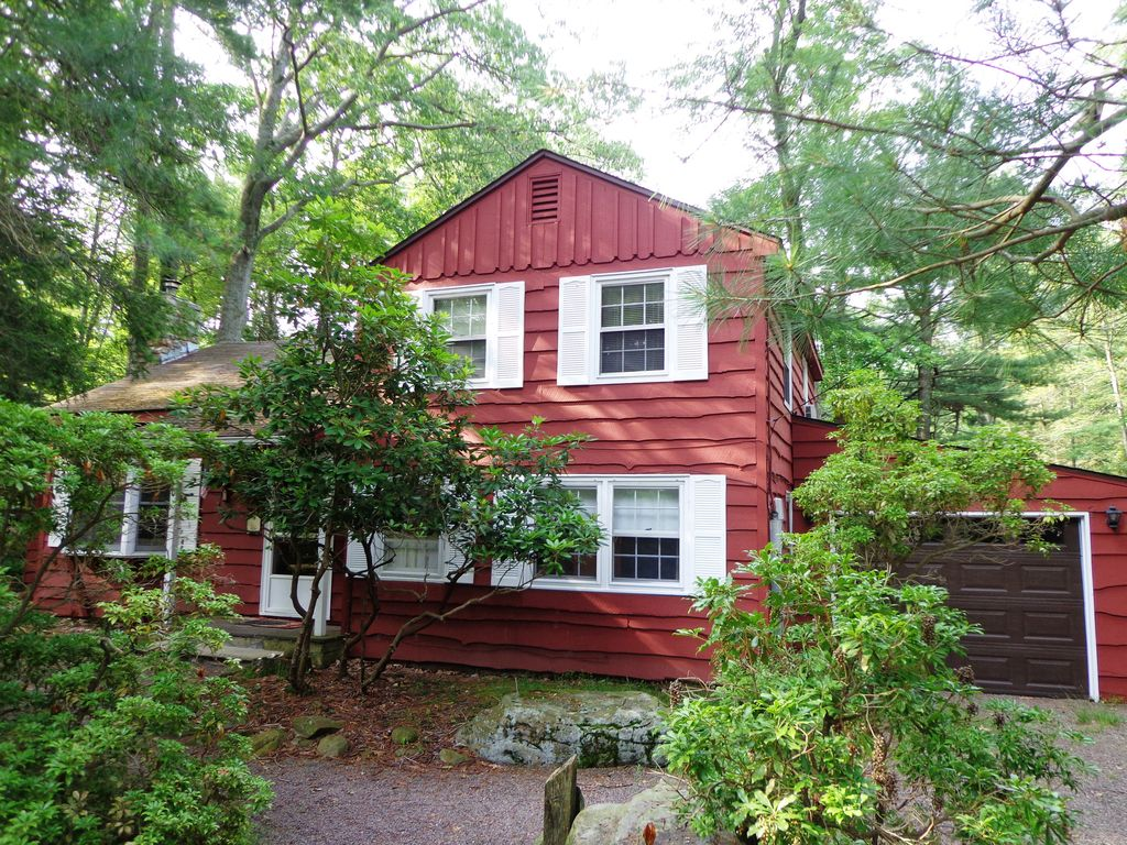 Vacation rentals near mount airy casino resort mount pocono for Lake whitney cabins with hot tubs