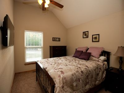Branson house rental - Bedroom 3 - Upper Level, Queen Bed, 40in LEDTV w/ cable and NETFLIX