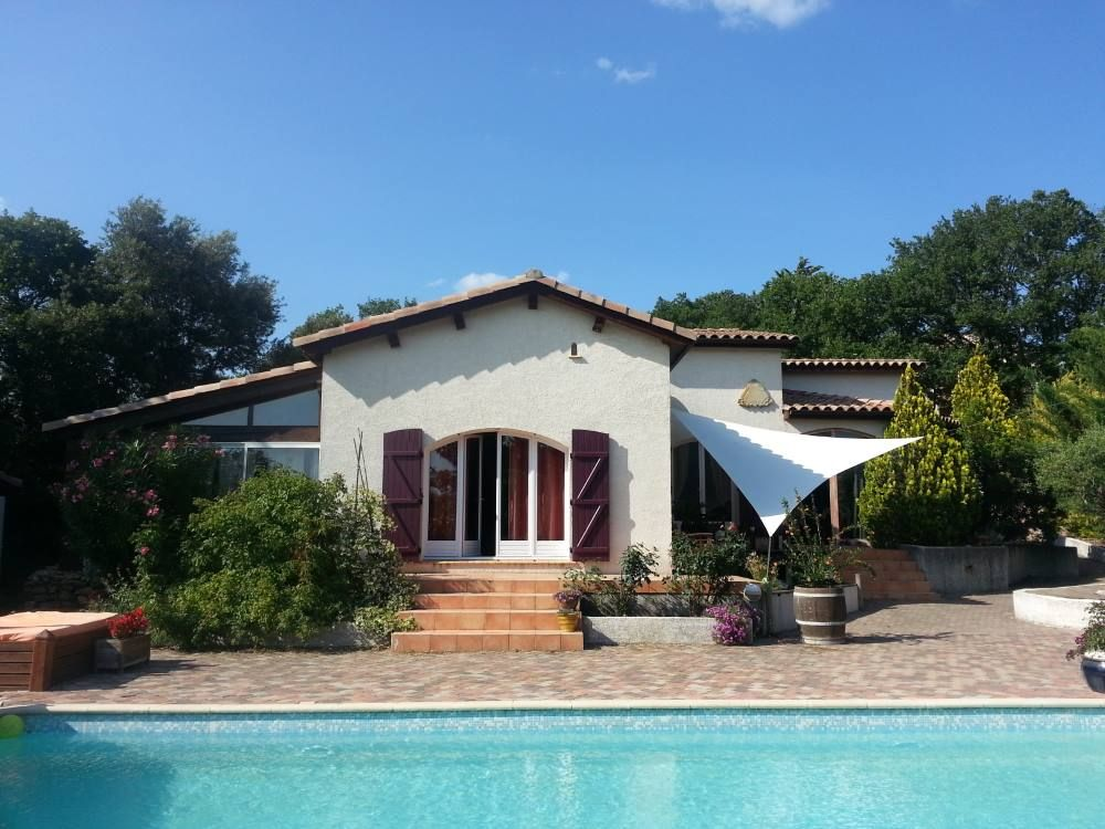 Near Montpellier Beautiful Villa With Swimming 6673317