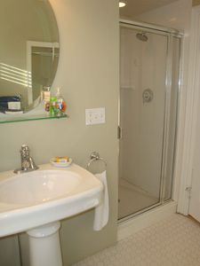 Camden apartment rental - Bathroom