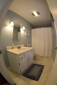 Scarborough and Pine Point house rental - Upstairs Master Bathroom