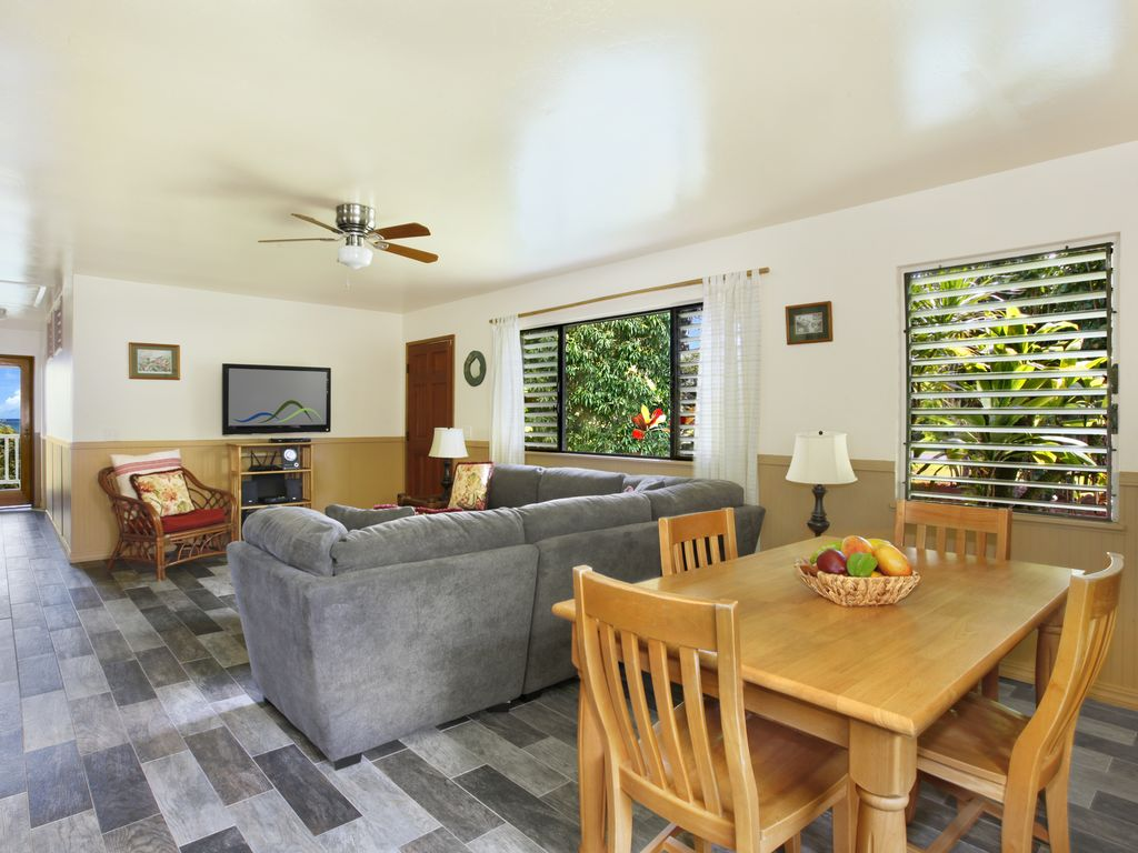 Sitting Room For Master Bedrooms Hale Kai Kalani Ocean Views In Kilauea Ac In Living Room Master