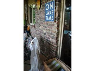 On Lake Time! Wonderful 3 season room-great for eating, games & late night fun!