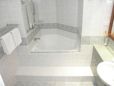Large Main Bedroom Ensuite Bathroom