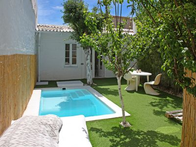 White House. House with pool in Barcelona HUTB-009 161