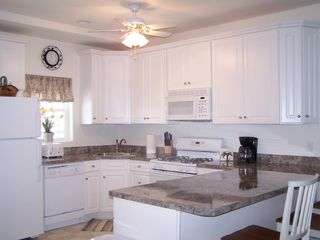 Wildwood townhome photo - Fully equipped light and airy kitchen