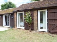 SHEPHERDS FARM COTTAGE, family friendly in Lenham Heath, Ref 7731
