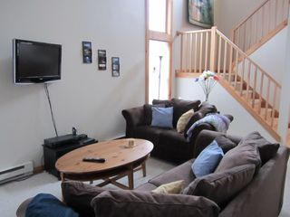 Tannersville townhome photo - Living room with vaulted ceilings