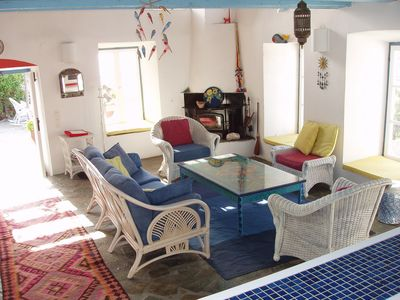 Hydra Island villa rental - The living room which is equipped with WiFi, stereo and library
