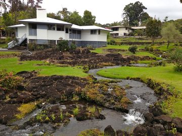 Hilo house rental - Stream running through the property