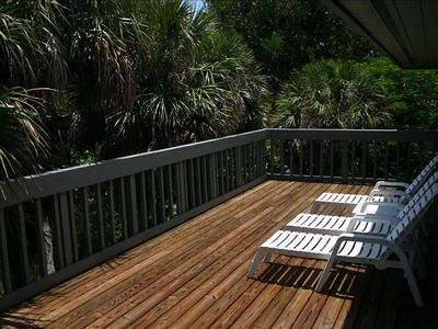Oversized (extra deep) secluded Sundeck