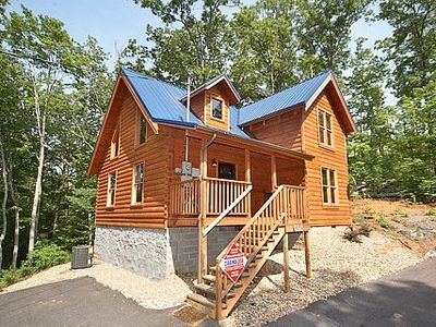 Bearrrific Cabin. Pet Friendly 2BR 2BA. Great Family Cabin.