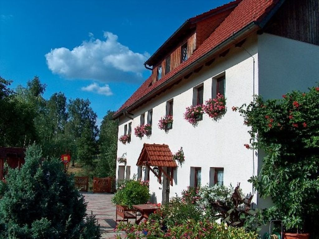 2 well furnished apartments in a lovely location by the forest