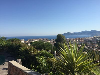 Pretty studio with calm on the heights of Cannes, 10 minutes from the Croisette.