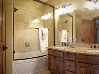 Silverthorne townhome photo - Bedroom 1 has its own full size bathroom.