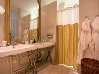 8th Arrondissement Champs Elysees apartment photo - Bathroom