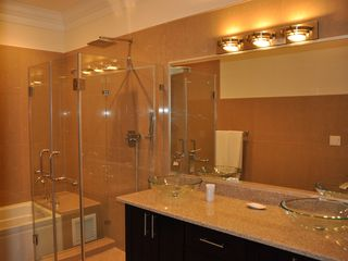 Nassau & Paradise Island townhome photo - Master bathroom