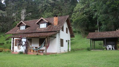Next to the Véu da Noiva Waterfall and 400 meters from the center of Maromba