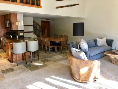 MAGNIFICENT PENT HOUSE 4BD/3BA IN VAIL VILLAGE- WALKING DISTANCE TO CHAIR LIFT.