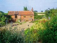 THE RETREAT, country holiday cottage in Oulton, Ref 7493