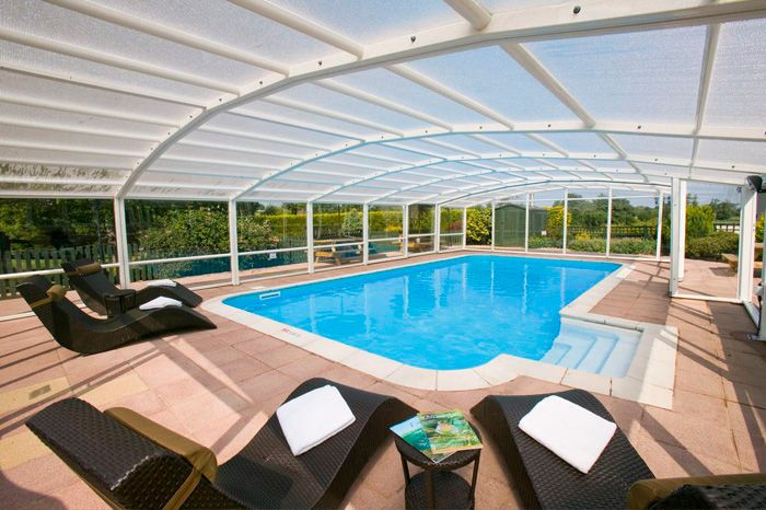 Luxury house with private pool stunning house large luxury home with private indoor 1141757 for Holiday homes in somerset with swimming pool
