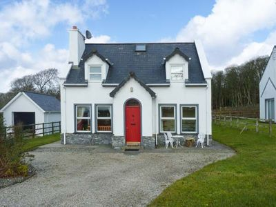 CONEY COTTAGE, family friendly in Culdaff, County Donegal, Ref 22997
