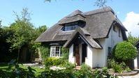 Beautiful Cottage with Outdoor Swimming Pool in West Wittering