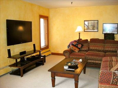 Family Room w/ Brand New Flat Screen TV, Pullout Sleeper Sofa, Pool & PokerTable