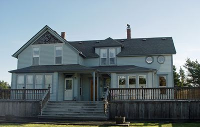 Historic Victorian Near Everything, Lots of Beds & Baths!