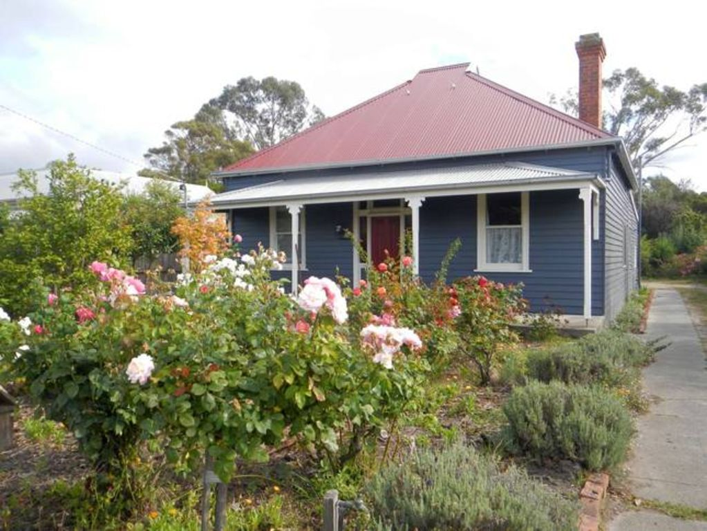 Yarram Cottage - Art and Accommodation