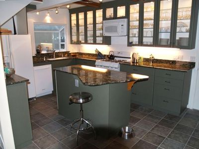 Granite counter & all the amenities in the kitchen