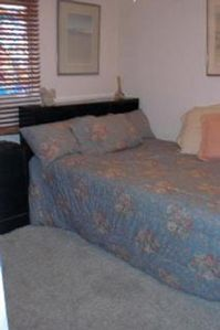 Hollywood townhome rental - Double bed in second bedroom.