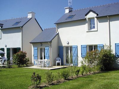 Comfortable attached holiday homes on a Breton holiday park with a swimming pool, 1 km from the coast.