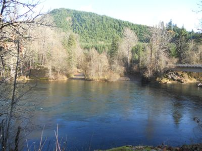 Quartz Creek Boat Landing on Mckenzie River 2 Miles from Cabin